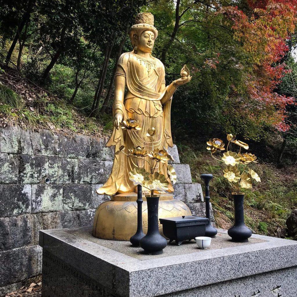 Otagi Nenbutsu-ji - Gold Statue